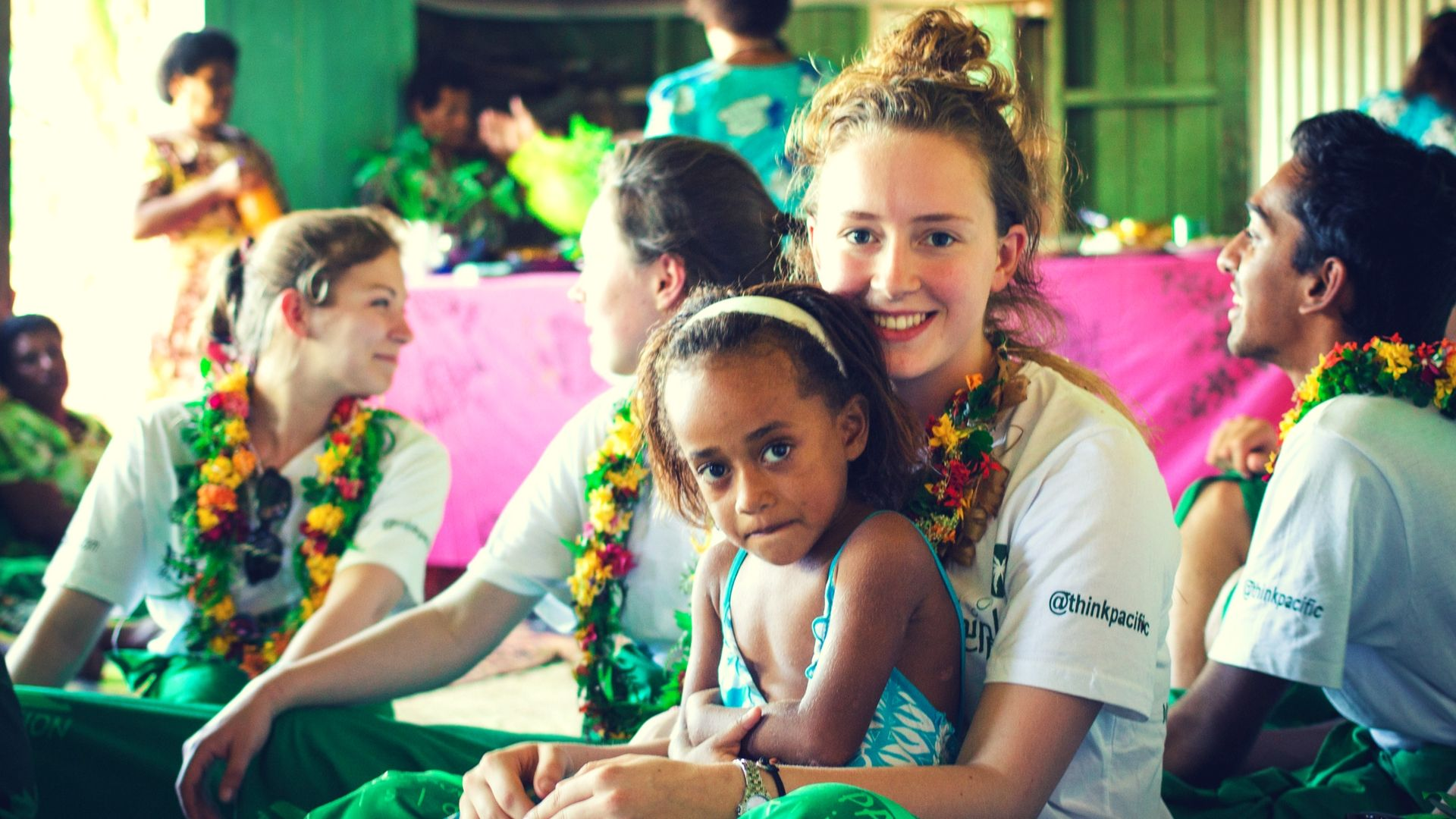 picture of volunteering in fiji